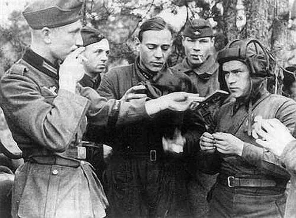 немецкие и советские танкисты